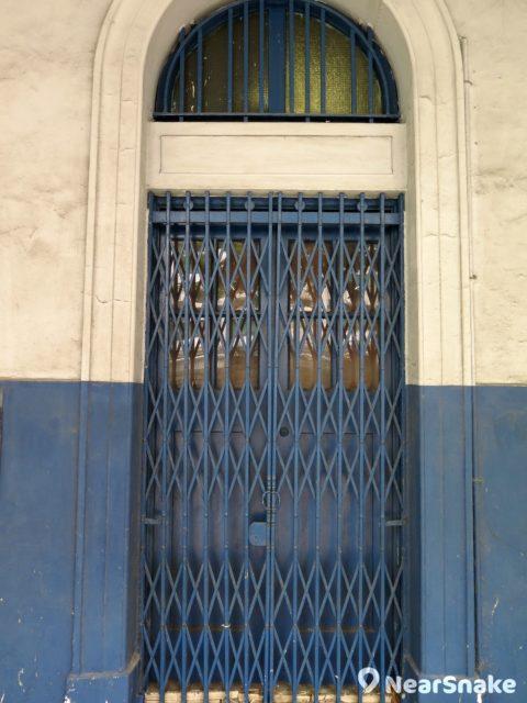 舊油麻地警署這種舊式鐵閘,如今在香港已經愈來愈少見了。