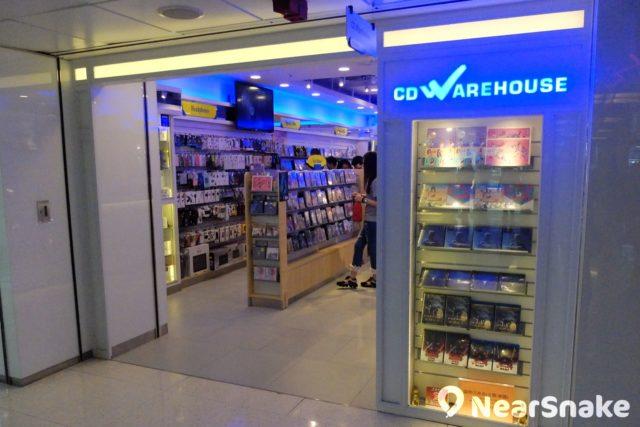 售賣 CD 及影碟店舖在香港已是買少見少,淘大商場內仍保留一間「CD Warehouse」。