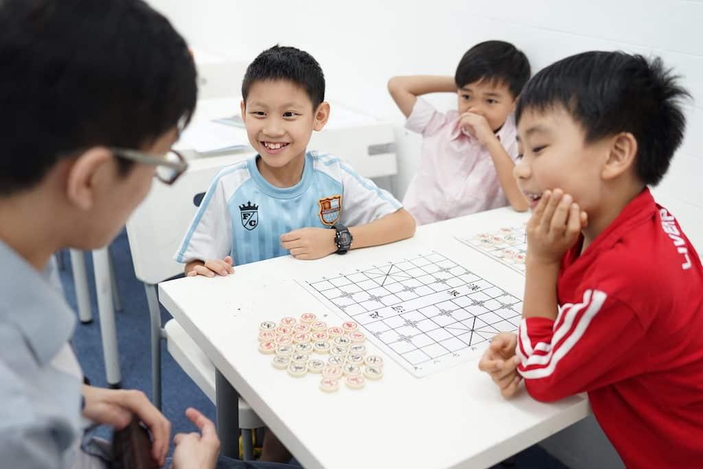 淘大教育展期間,設有棋藝體驗課堂,包括中國象棋、國際象棋和圍棋,小朋友可以免費嘗試。