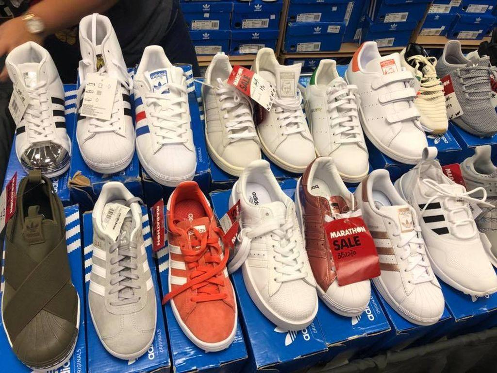 海港城展銷集馬拉松開倉匯聚有大量運動名牌波鞋及便服鞋,以低至 2 折發售。