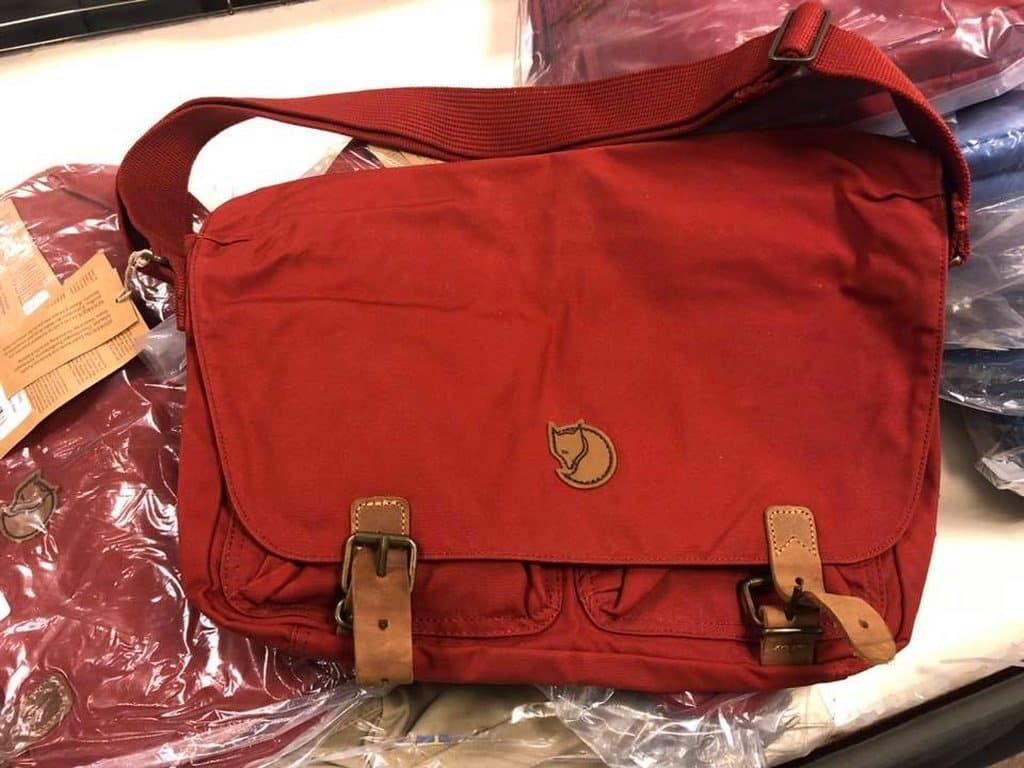 海港城展銷集開倉現場有大量 Fjallraven 袋上架發售。