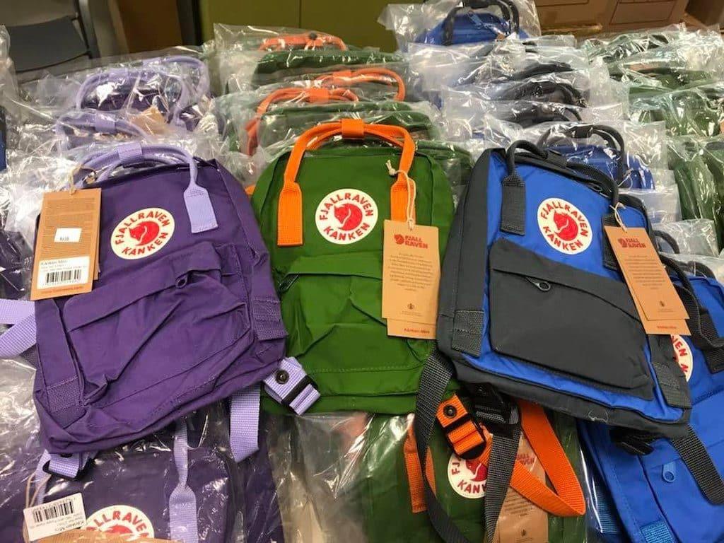 多款 Fjallraven Kanken 背囊在海港城展銷集上以特價發售。