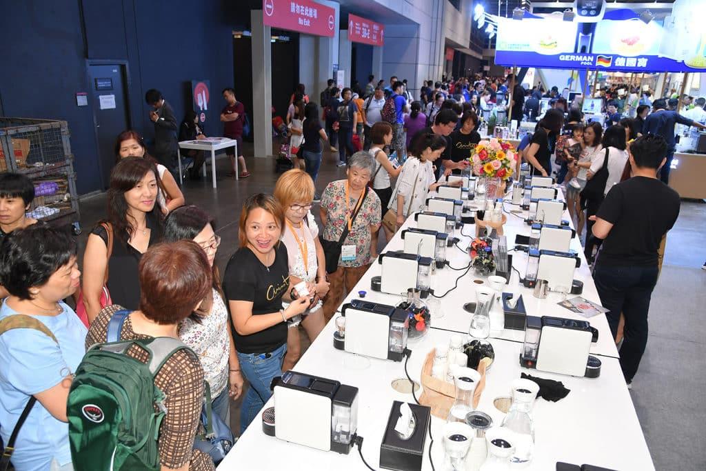 家電‧家品‧博覽 2018 將會雲集 180 家參展商,展出各種廚房電器、廚具、餐具、寢室用品等。