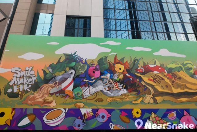 利園二期外牆掛有一幅大型壁畫,標題《Smile Maker HK》,非常吸睛。
