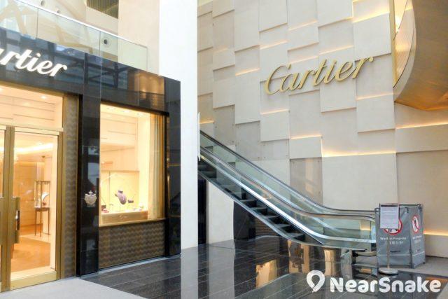 走進利園五期大堂,也只看到 Cartier 標誌。