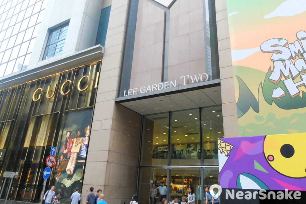 利園二期設有 3 層商場,雲集多間尊貴品牌名店如:Gucci、Moncler、Piaget、Roger Viver。