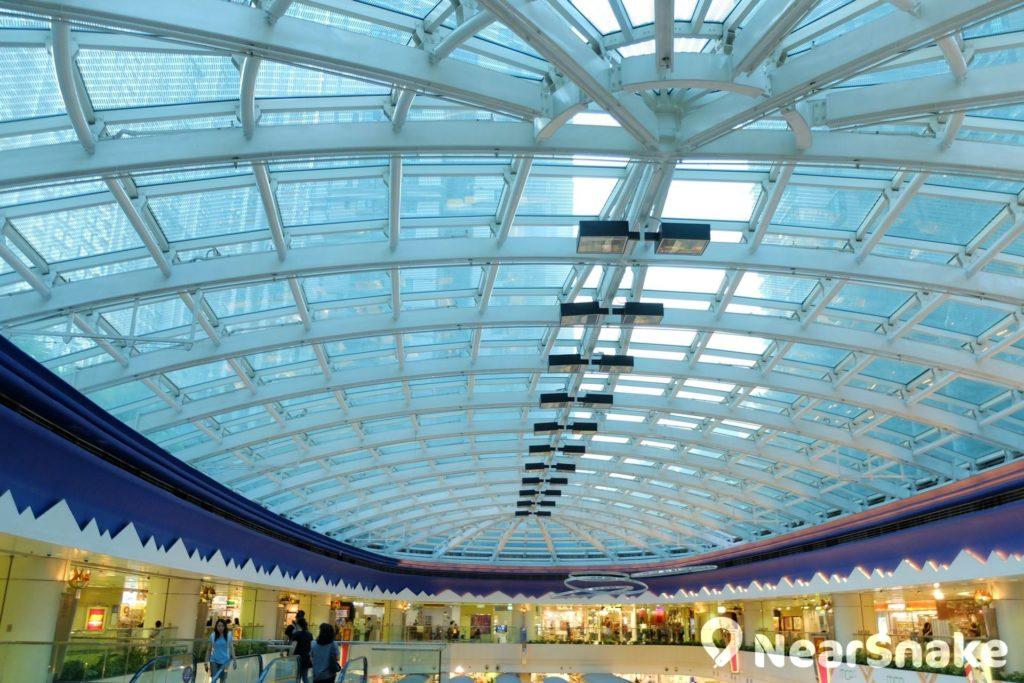 如欲細看玻璃天幕設計,來到樓底較矮的 MCP Discovery,便可近距離一覽無遺。