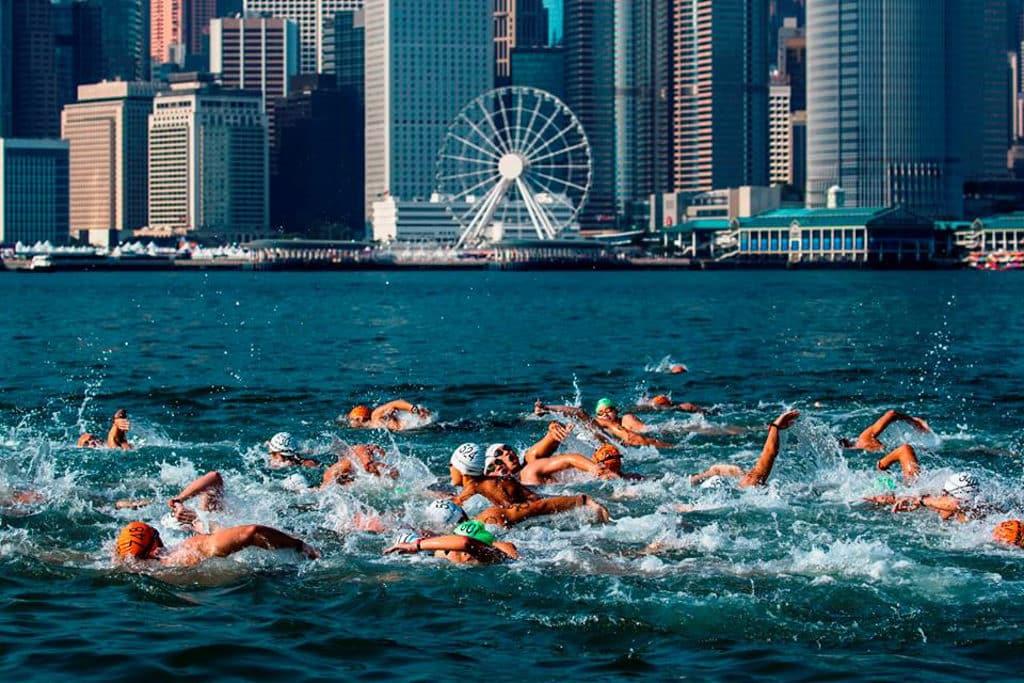新世界維港泳2018:10月21日維多利亞港舉行 尖沙咀游往灣仔 新世界維港泳2018組別名額增加至 3,600 個。