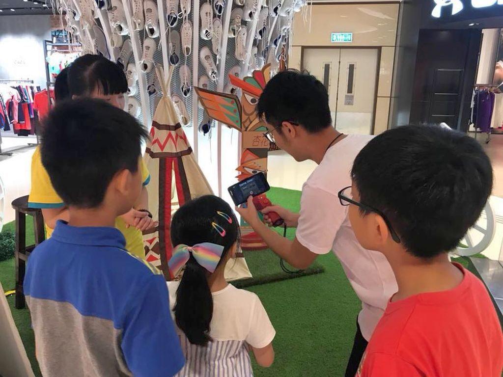 位於杏花新城 Outlet 2 樓波鞋樹的《運算神鎗手》,可測試參加者的心算能力。