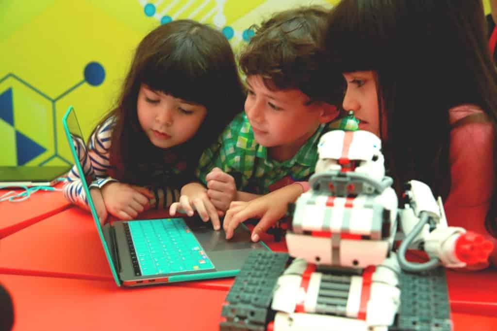 大埔超級城 S.T.E.A.M 體驗館在暑假期間,打造多元智能娛樂教育體驗。