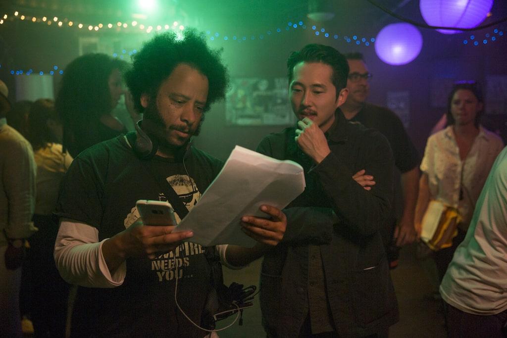 饒舌歌手布茲雷利首次執導黑色喜劇,冷嘲熱諷為了事業出賣道德與靈魂的打工仔,以及現今社會奴隸式的工作制度。