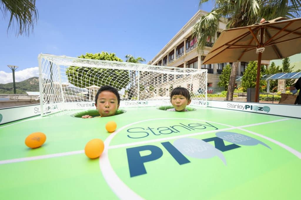 赤柱廣場:仲夏色彩派對 以環保為主題的清新綠區,可玩再造玩意「入球!吹!吹!吹!」。