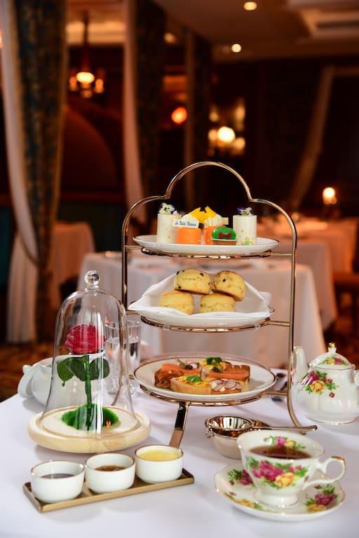 利東街仙后餐廳亦將於 2018 年 8 月 3 日至 26 日期間,推出限定小王子法式下午茶套餐。