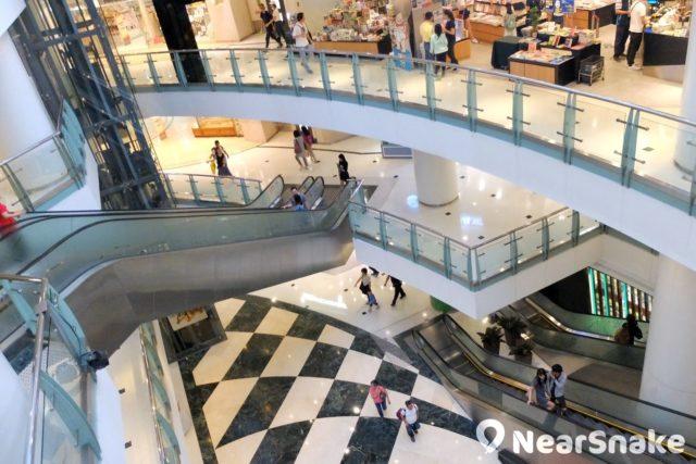 德福廣場二期另一邊的中庭亦採圓弧形設計,有助營造廣闊空間感。