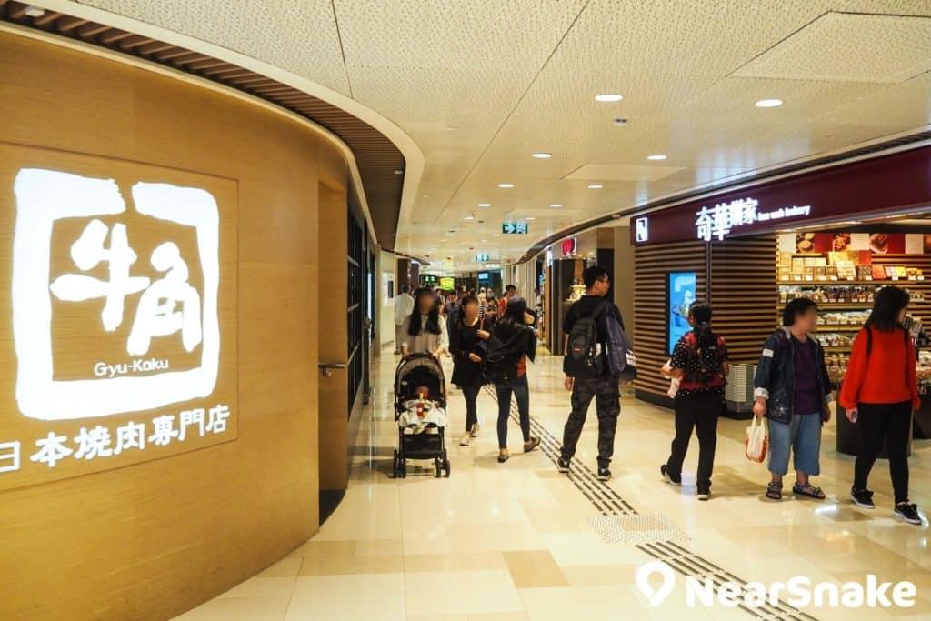 V City 二樓全層都是餐飲食肆,菜色選擇多之餘,定價亦豐儉由人。