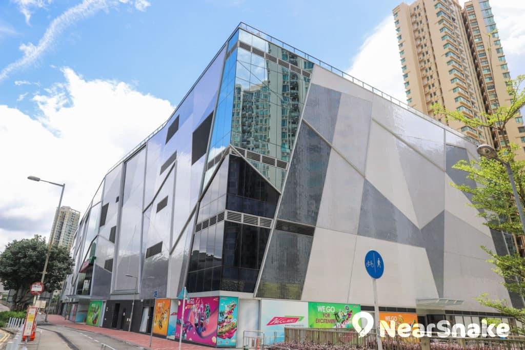 馬鞍山新商場We Go Mall 採用型格玻璃幕牆設計型格,顯得份外吸睛。