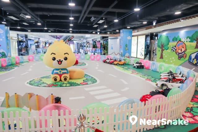 馬鞍山新商場We Go Mall 「極速小車神」提供迷你小跑車予小朋友玩。