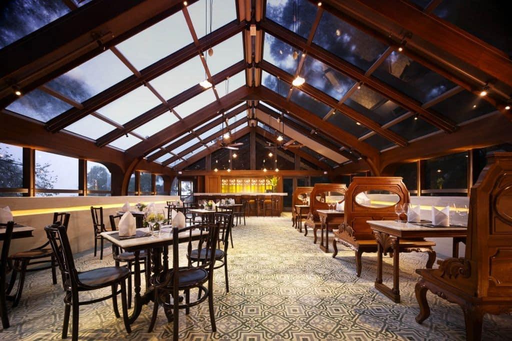 觀星摘月之旅先在大澳文物酒店玻璃屋頂餐廳Tai O Lookout用餐。
