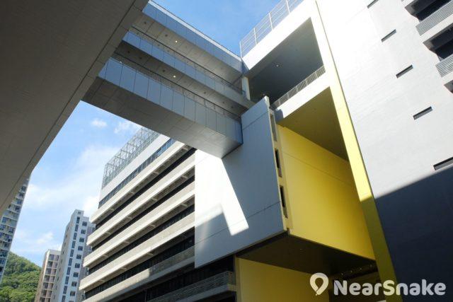 知專設計學院旁的是香港專業教育學院,前身是李惠利工業學院,也是 Tower LW。