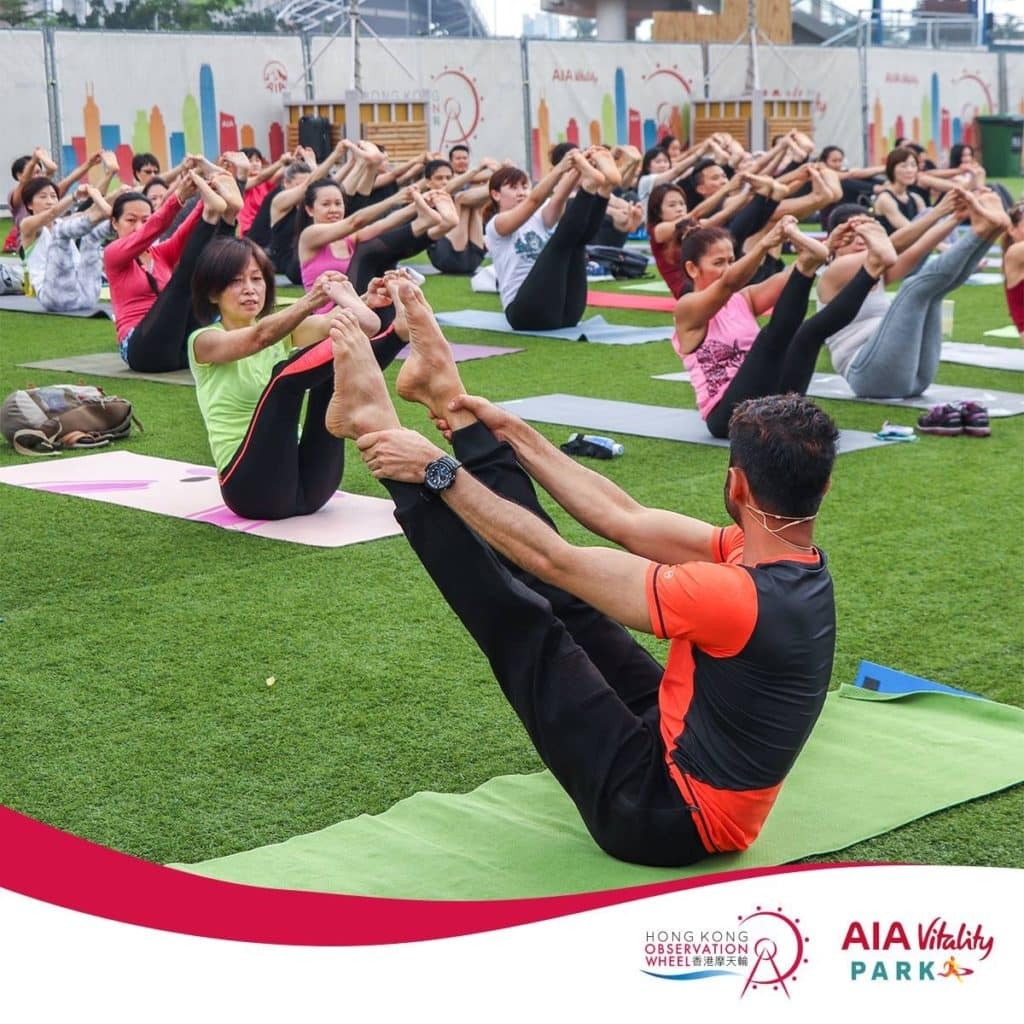 AIA多次舉辦大型免費瑜珈班。