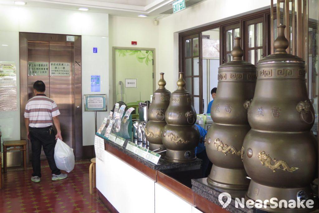 活化後的雷生春堂不缺昔日情懷,地面樓層仍有涼茶販售。