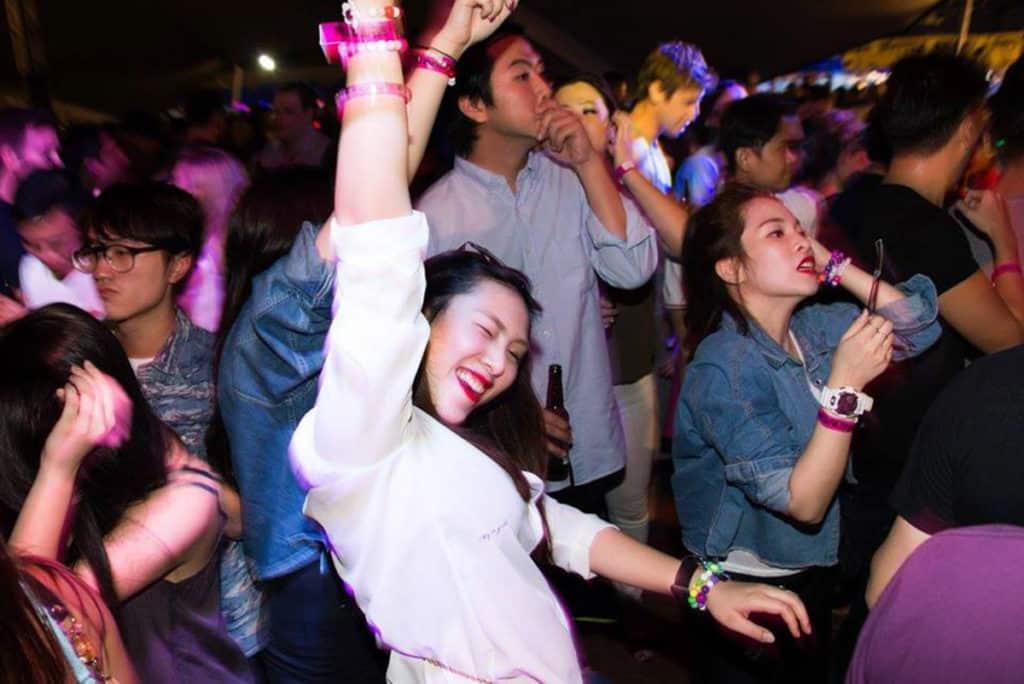 Beertopia香港國際手工啤酒節2018:中環海濱活動空間 參加者可在周末到中環海濱暢飲狂歡。