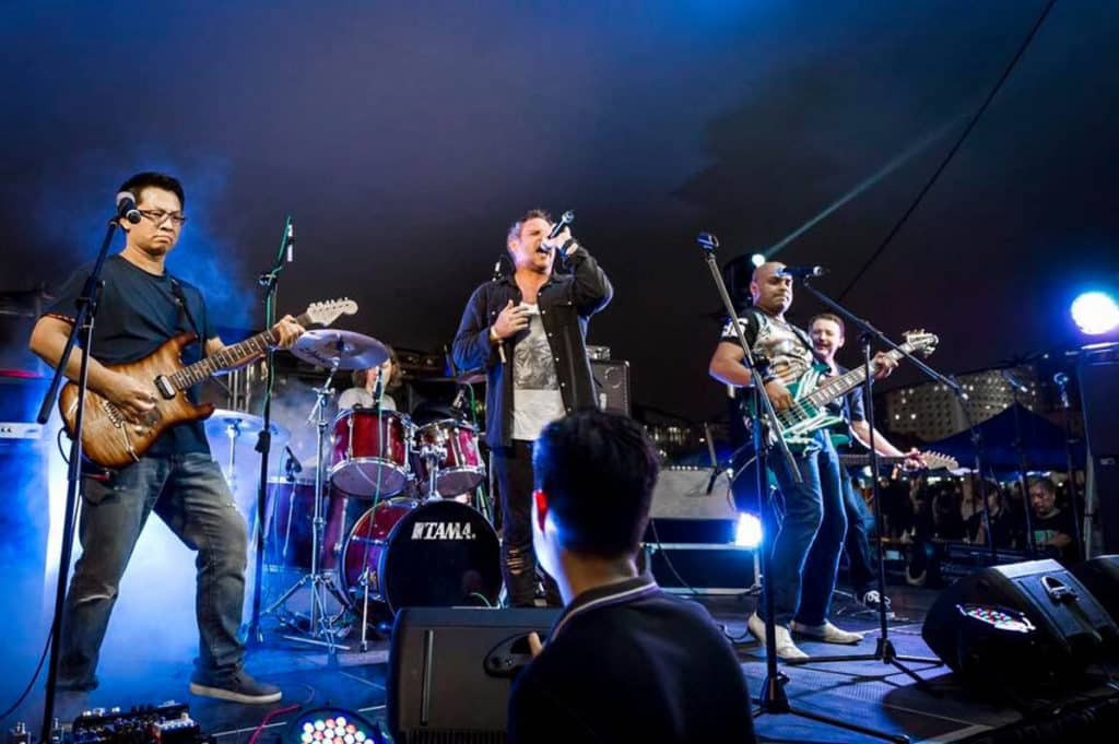 Beertopia香港國際手工啤酒節2018:中環海濱活動空間 舞台會有無間斷的 live band 表演。