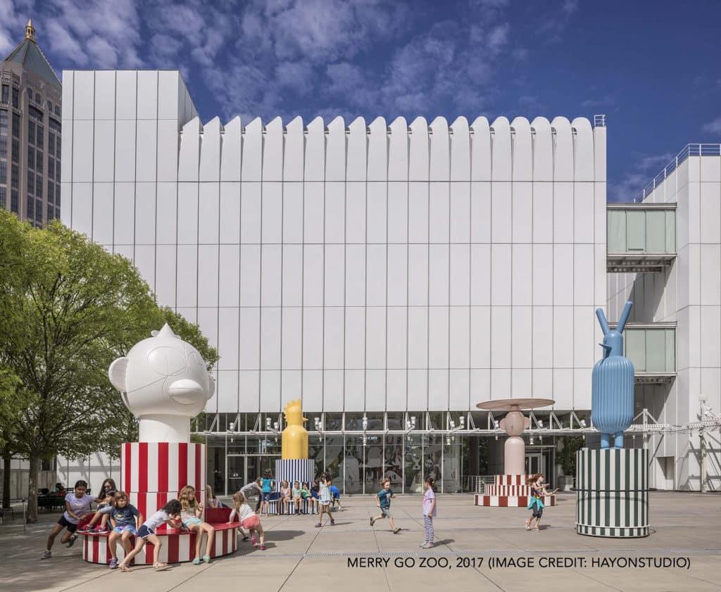 海港城:「Jaime Hayon 奇想宇宙」展覽 Jaime Hayon 擅長把幻想中的珍禽奇獸融合於建築當中。
