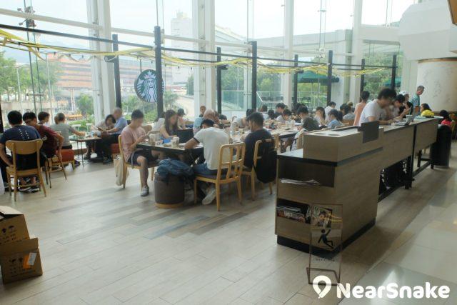 HomeSquare starbucks 可說是商場內最受歡迎的食肆之一。