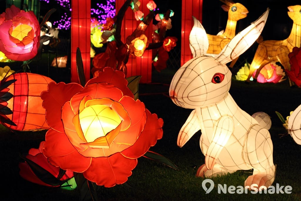 戊戌年中秋綵燈會 月兔造型手工藝品是綵燈會常客。