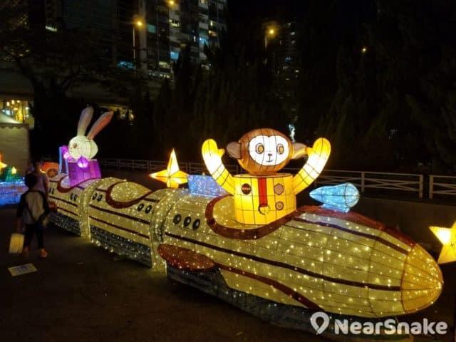 維園綵燈會 2018 上有月兔和猴子乘坐著的銀河列車花燈。