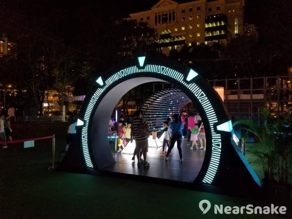 維園中秋綵燈會2018會場上最受歡迎的設施,是以「蟲洞」為設計概念的《時空之旋渦》。
