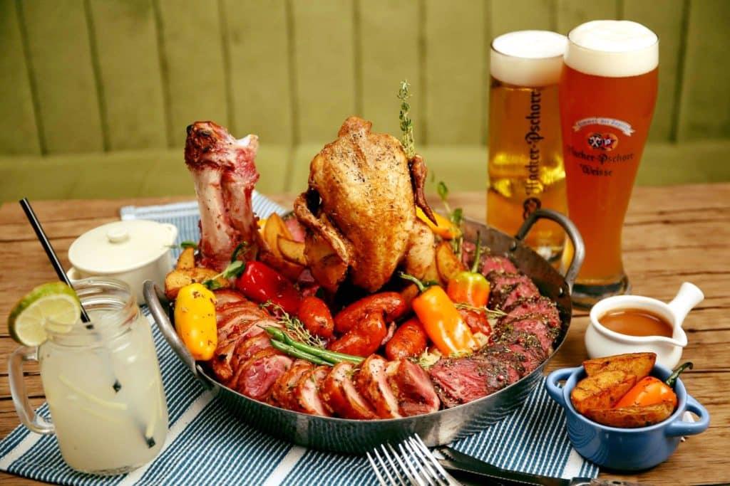 搭配啤酒的最佳食物,當然是德國啤酒節燒雞。
