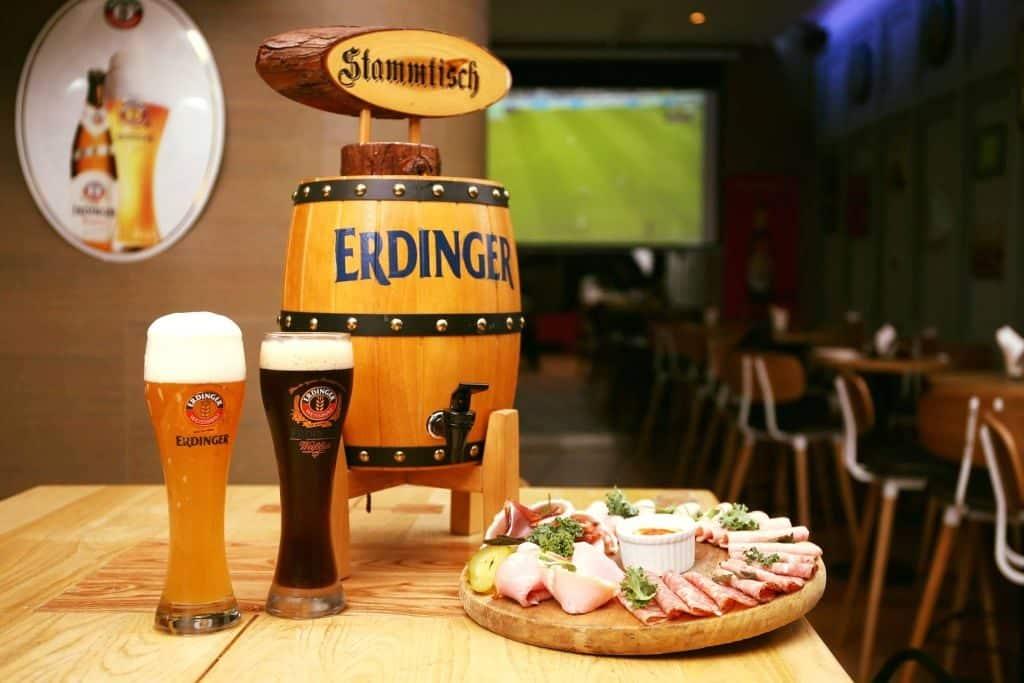 十月啤酒節期間,Beerliner German Bar & Restaurant 全線分店舉行「乾杯大挑戰!」免費送啤酒活動。
