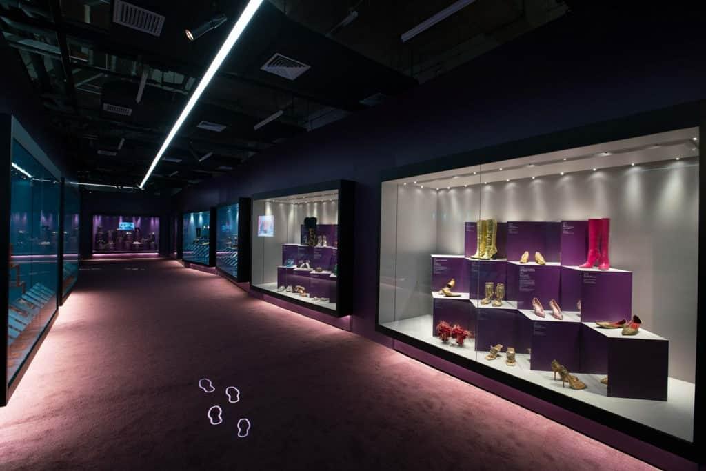 Pacific Place太古廣場:「鞋履:樂與苦展覽」亞洲巡展終點站 《鞋履:樂與苦展覽》展出來自全球各地超過 140 雙鞋履。