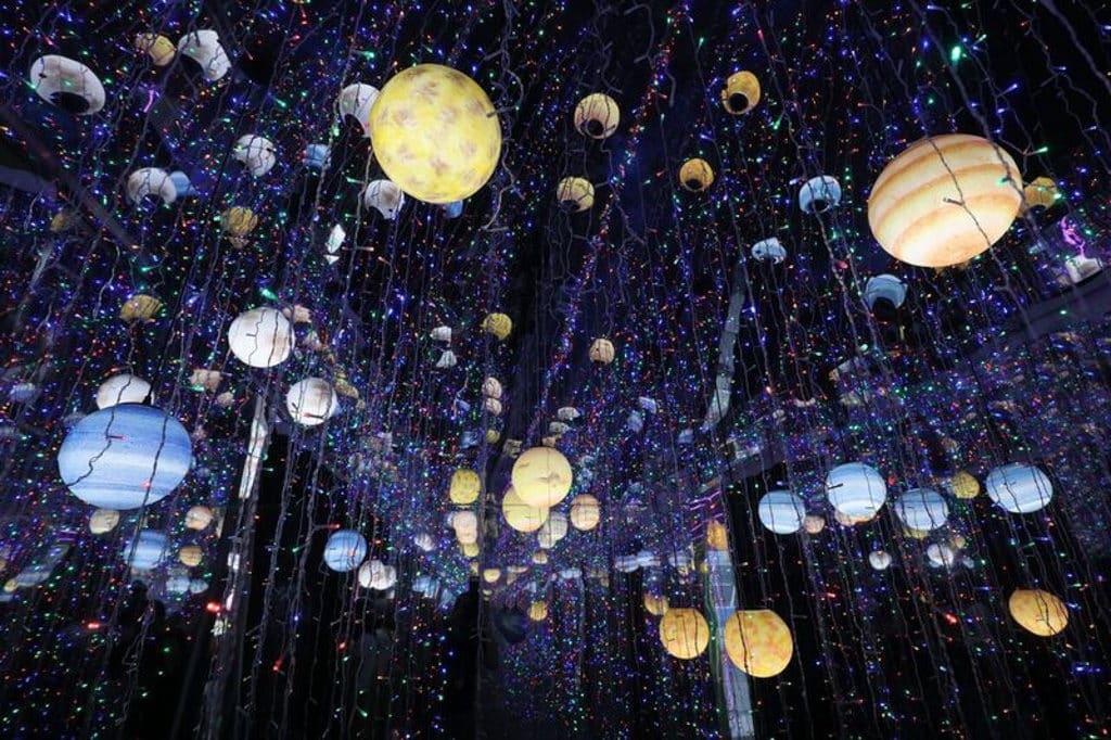 始創中心:月球漫遊Moon Walk 「星際歷奇」璀璨星光瀰漫,仿如置身浩瀚星際。