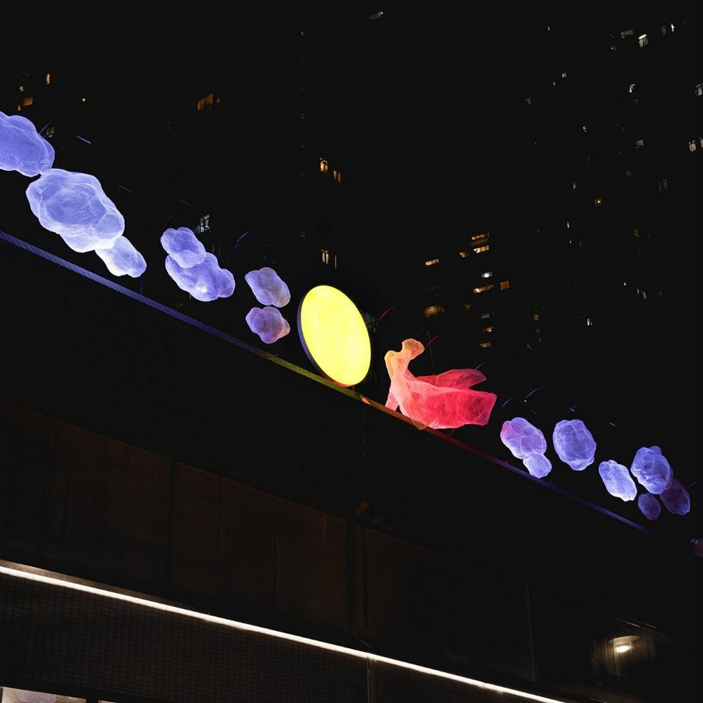 星街小區:中秋藝術裝置 來到可發揮創意與白雲燈籠及月亮女神合影。