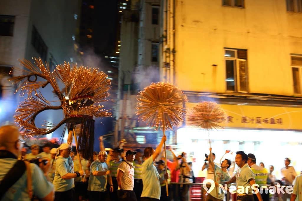 大坑舞火龍2018:維園中秋綵燈會|大坑舞火龍舉行日期+路線+意義 大坑舞火龍已成為吸引外國遊客慕名而來的盛事。