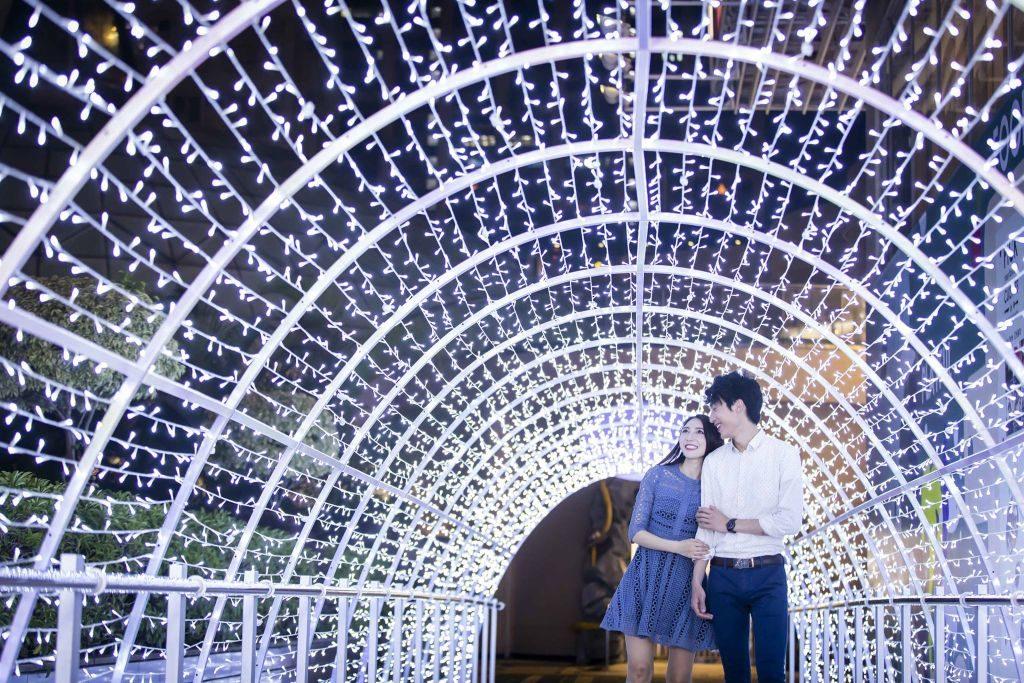 荃灣廣場「Fly Me to the Moon 星月幻想曲」設有一條18 米長、以超過 15,000 粒 LED 燈編織而成的星空隧道。