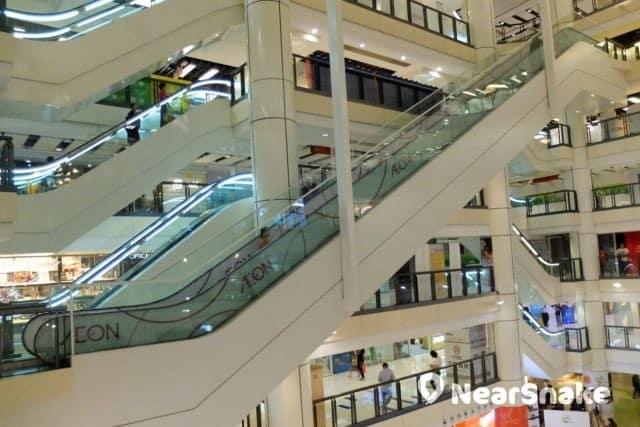 為方便顧客前往 AEON 樓層,九龍城廣場內設有直達 AEON 的扶手電梯。