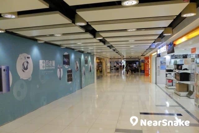 除九龍城廣場 AEON 家電部外,多家大型電器連鎖店也有落戶商場,方便區內居民選購電子產品。