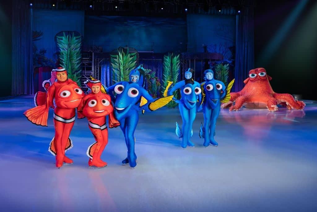 在《迪士尼冰上匯演2019》上,《海底奇兵》主角多莉引領粉絲潛游蔚藍的深海世界。