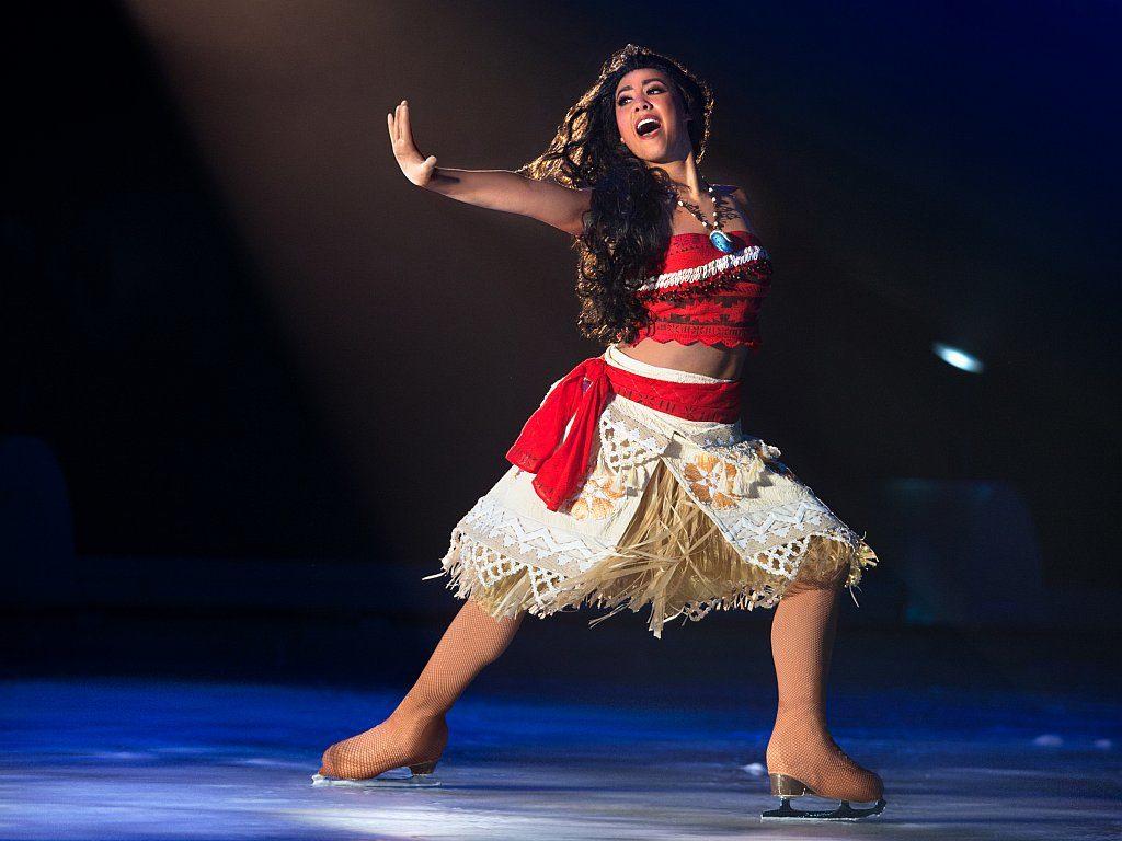 《魔海奇緣》女主角慕安娜 (Moana)為拯救其島嶼,將在《冰上迪士尼之米奇超級星光匯演》上向大家展示出無畏無懼的勇氣。