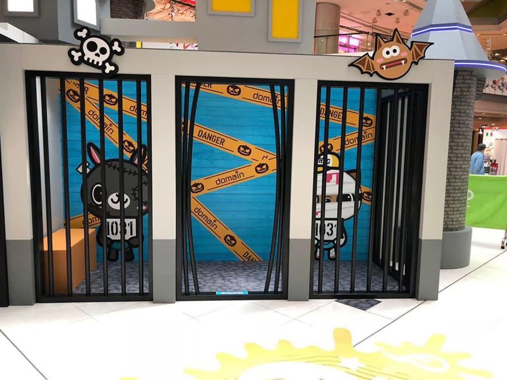大本型Domain:Halloween嘩鬼遊樂園 「大本型」在萬聖節找來一班萌爆的嘩鬼公仔坐陣。