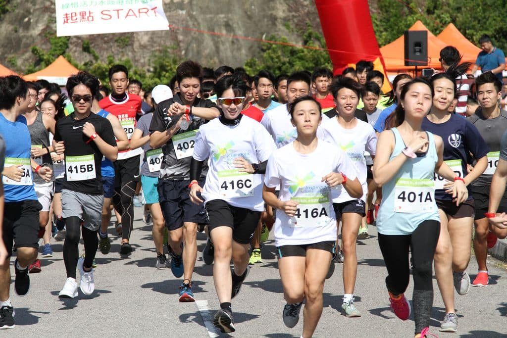 水陸歷奇挑戰賽:4公里堤壩跑步。