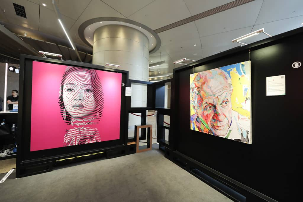 ifc mall:UNICEF HK「以愛點亮慈善之光」慈善藝術展 「以愛點亮慈善之光」慈善藝術展展出了兩位中國當代藝術家別樹一格的作品。