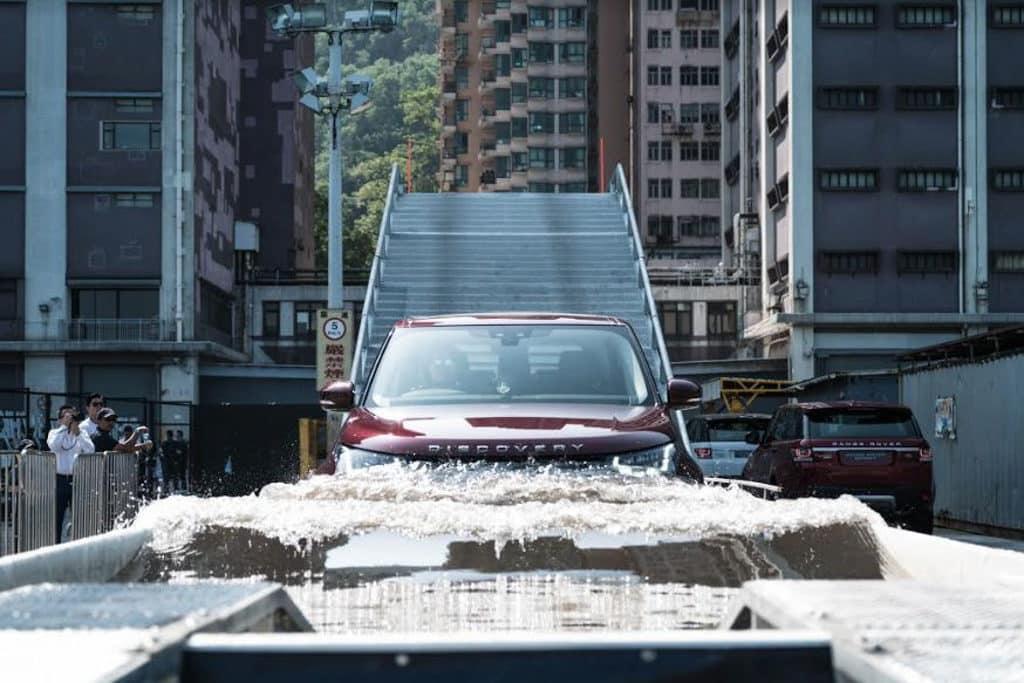 Land Rover「The Above & Beyond Tour」越野駕駛嘉年華|大埔林村許願樹 參加者有機會親自駕駛 Land Rover 不同型號越野車。