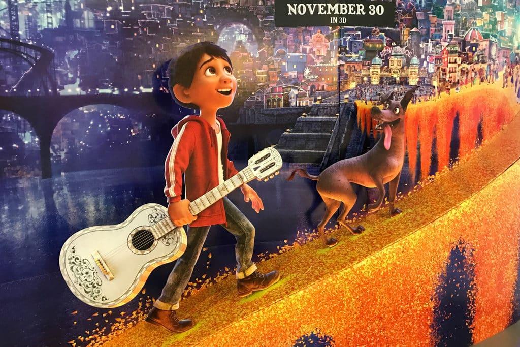 藍屋香港故事館:萬壽無疆:藍屋x墨西哥亡靈節 活動上會播放透過亡靈節講述親情的動畫電影《玩轉極樂園(Coco)》。