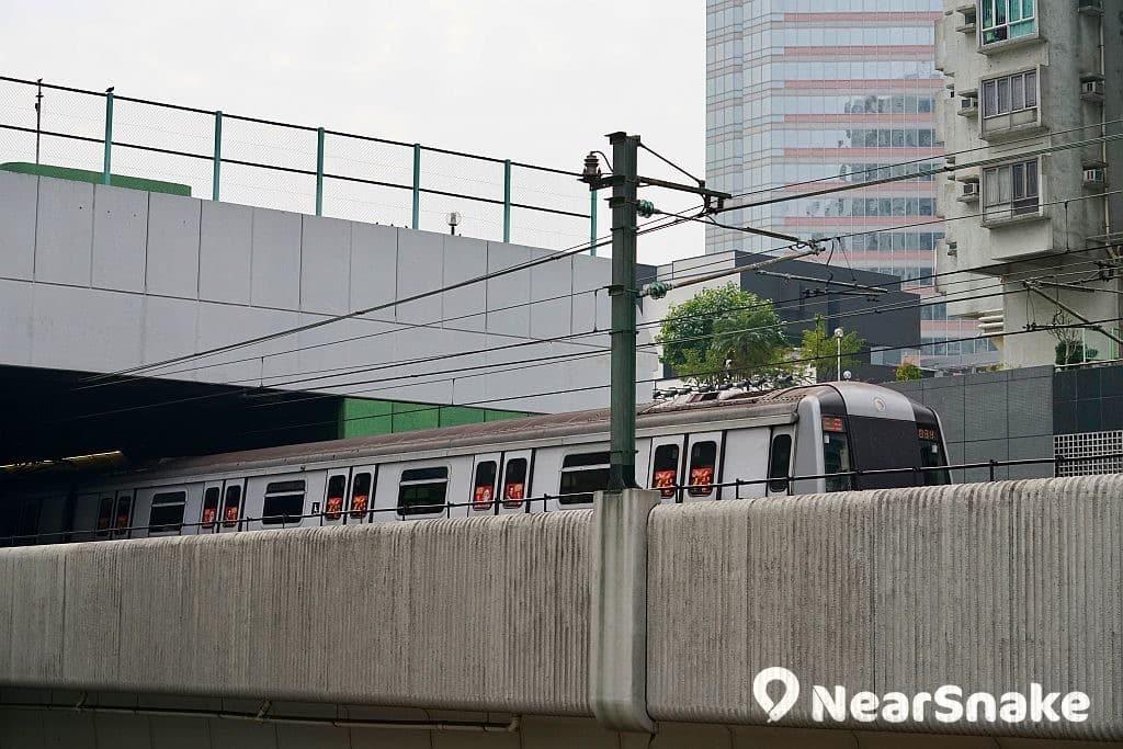 港鐵於 2018 年 10 月 16 日四線故障,造成上班時間交通大混亂,故此於 11 月 3 日 及 4 日推出一次性車費優惠以作補償。