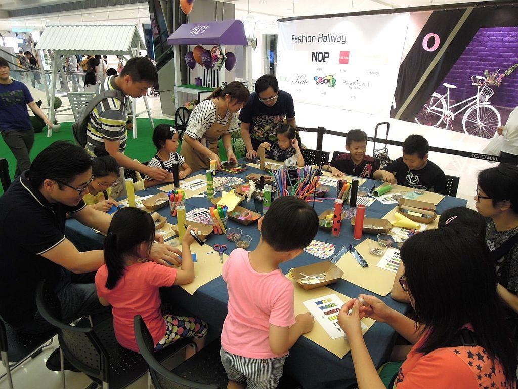 PMQ 世代同撈市集上將開辦不同類型的親子工作坊,讓家長與小朋友一起做手作。